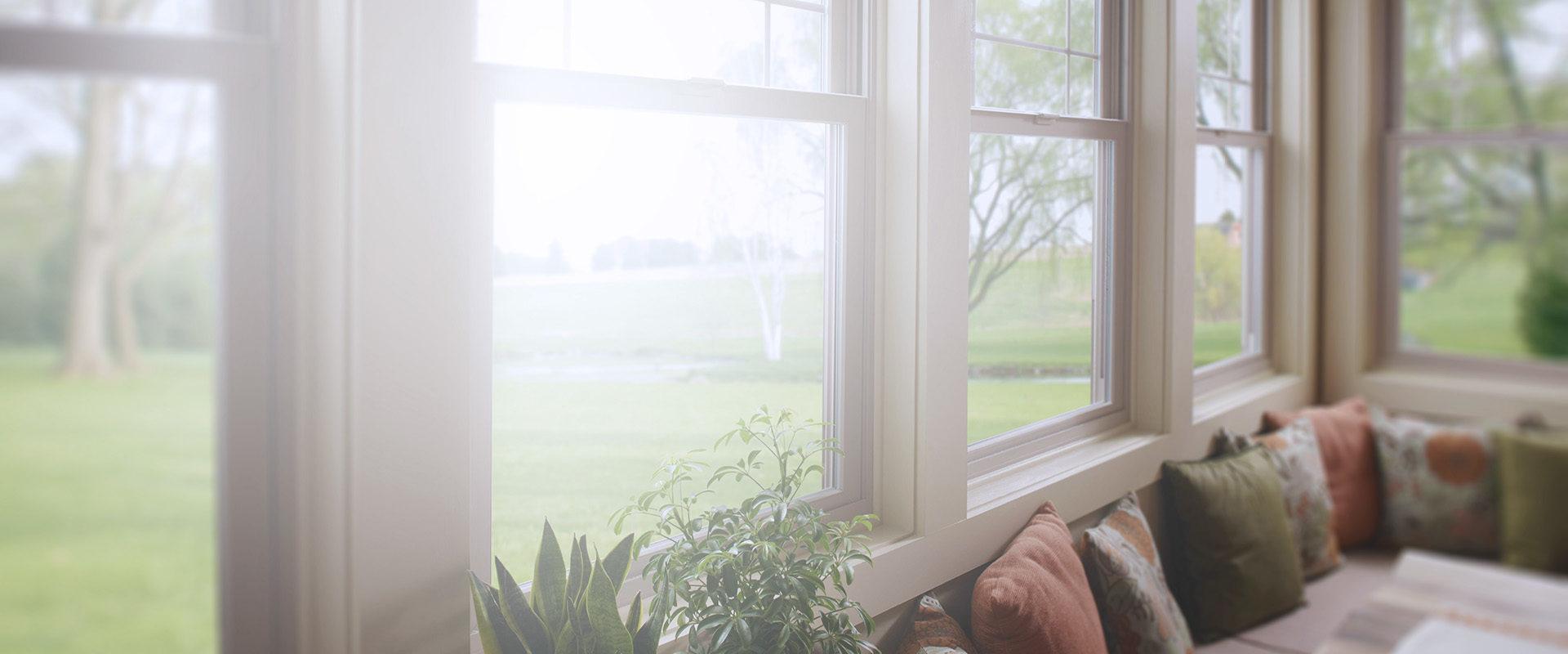 Фоновая картинка окна в коттедж